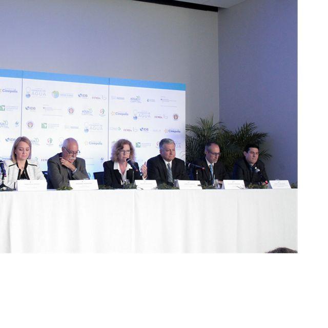 Prensa durante la cumbre de los Fondo de Agua de  México