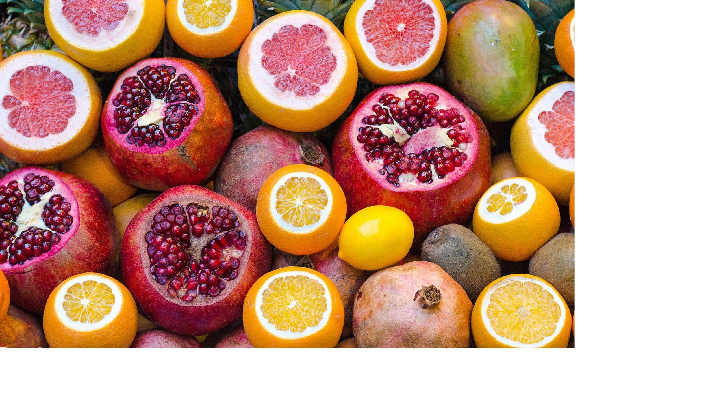 Imagem com detalhes de frutas cortadas.