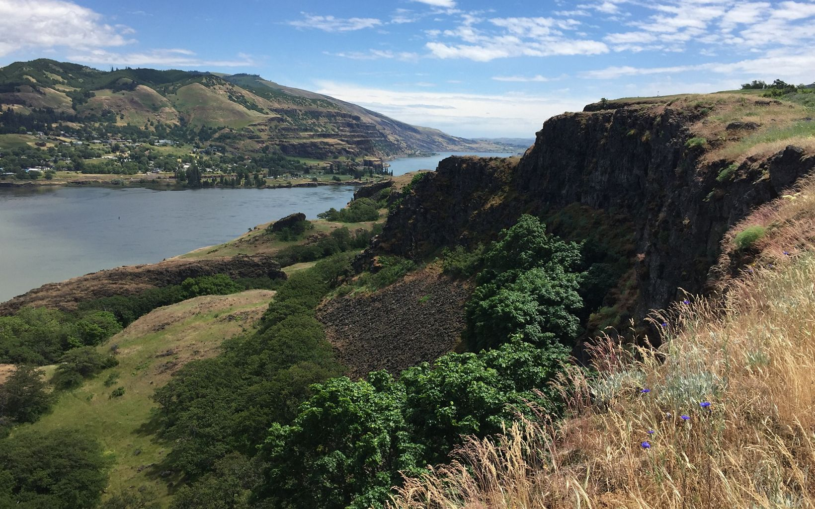 Columbia River Gorge view from Tom McCall Preserve in Rowena, Oregon
