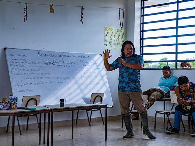 La comunidad de Puerto Naranjo dialogó primero por su cuenta y luego con los vecinos sobre los acuerdos a firmar juntos para mejorar sus relaciones y frenar la deforestación.