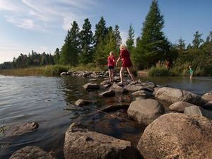 starts as a small stream flowing from the north end of Lake Itasca, at Itasca State Park (Minnesota's oldest state park).