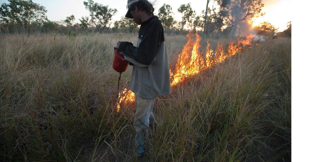 An early dry-season controlled burn being conducted by local aboriginal rangers on Fish River Station in Australia's Northern Territory, with support by TNC and partners.