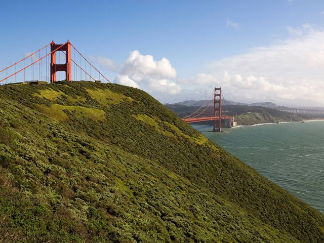 (INTERNAL RIGHTS/IN-HOUSE RIGHTS) View of Golden Gate Bridge from the Marin Headlands. The Nature Conservancy acquired the Headlands in 1972 after halting a large development project. The Headlands were transferred to the National Park Service in 1975.  © Ian Shive