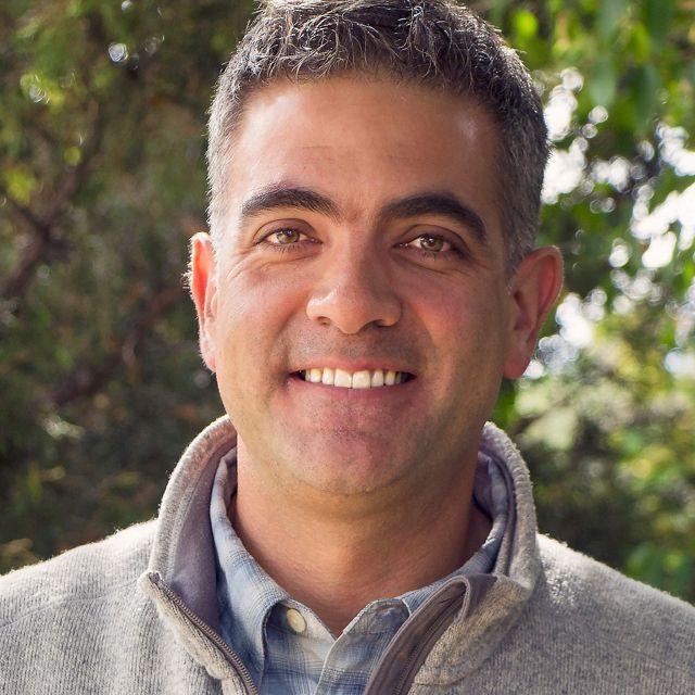 Headshot, Carlos Fernández